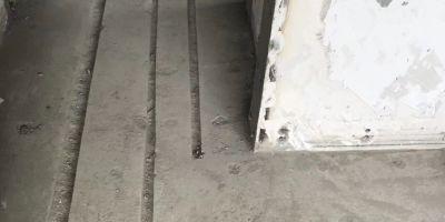 成都上?;▓@裝修現場 水電改造開槽 貼磚細節圖
