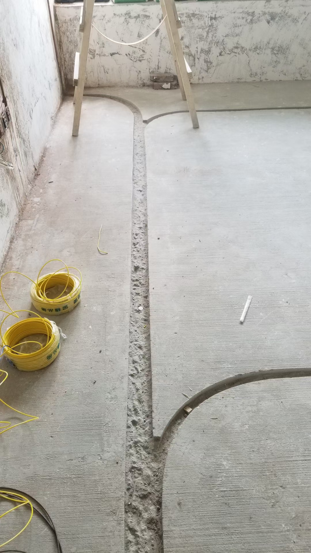 成都蔚藍卡地亞花園城水電改造施工現場圖
